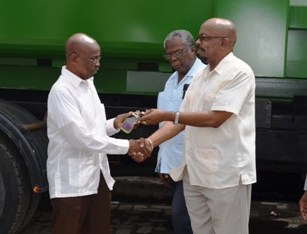 Local Gov't Ministry donates garbage truck, compactors to City council