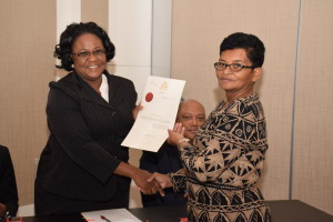 Chief Magistrate, Ann McLennan presents the certificate to Regional Vice Chairman, Olinda Griffith