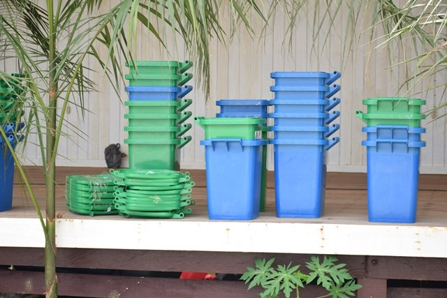 Some of the organic and inorganic waste receptacles distributed by the Ministry of Communities.