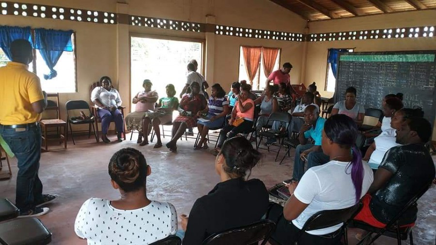 Several Ituni residents participating in training session hosted by the Ministry of Agriculture.